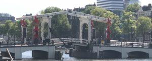 Magere brug Amsterdam met strikjes